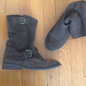 Brown suede Report boots